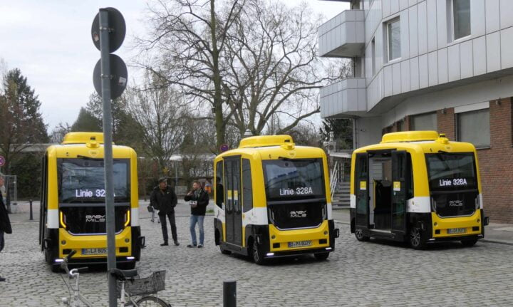 Shuttles before the test drive at the citizens' conference